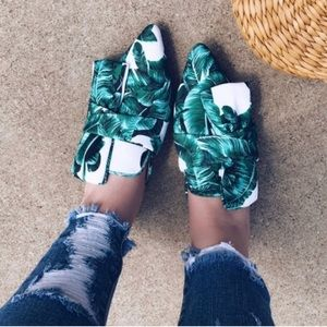 Tropical Palm Leaf Slip On Bow Mules